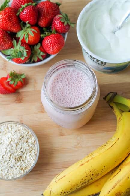Strawberry Banana Smoothie with Greek Yogurt & Oats