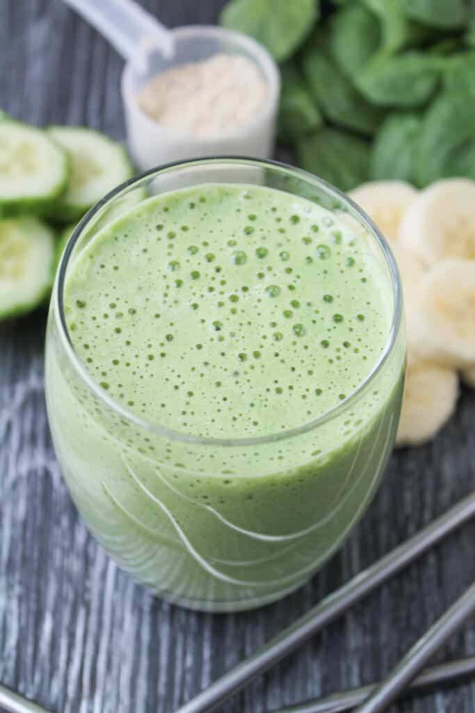 If you want to celebrate St. Patrick's Day, I recommend this Healthy Shamrock Shake that I found at the end of a vegan and gluten free rainbow. :) Thick and creamy, just like the original, but packed with fruit and veggies! #vegan #healthy #recipe